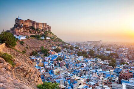 Die blaue Stadt und das Mehrangarh Fort in Jodhpur. Rajasthan, Indien