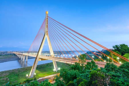 "Kaohsiung, Taiwan, provides a highway vehicle crossing the bridge between Kaohsiung and Pingtung ""Gaopingxi"". Standard-Bild"