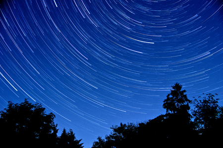 夜間長時間露光スターコース長いを与えられました。 写真素材