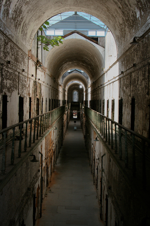 古い歴史的な刑務所廊下。 写真素材 - 56231958