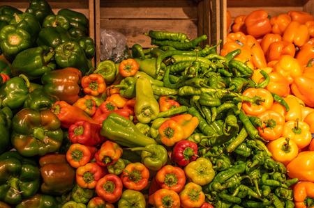 Einige Paprika auf dem lokalen Bauernmarkt in der Stadt.