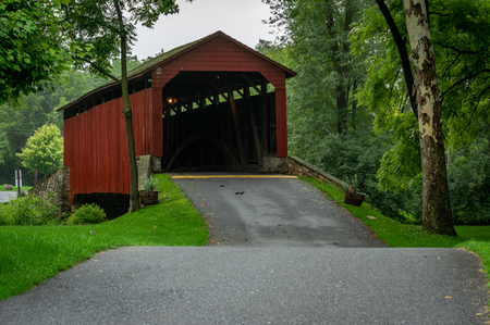 An old red covered bridge in the countryside of southern Lancaster County, Pennsylvania. Stock Photo - 112278180