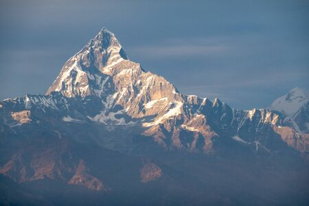 The beauty of the Machhapuchchhre Mountain in Central Nepal in the light of the setting sun. Stok Fotoğraf