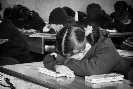 Kathmandu, Nepal - February 4, 2020: School students sitting in a classroom  listening to the teacher in Kathmandu, Nepal. Imagens - 141906971