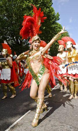 notting hill: Ballerino dalla London School of Samba galleggiano al Carnevale di Notting Hill 30 Agosto 2010 a Notting Hill, Londra.