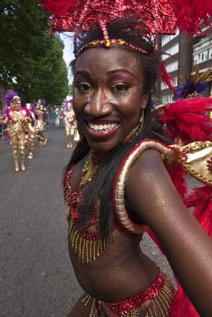 notting hill: Ballerino dalla London School of Samba galleggiare al Carnevale di Notting Hill 30 ago 2010 a Notting Hill, Londra. Editoriali