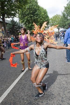 community group: Bailar�n del Grupo Phoenix Artes de la Comunidad en el Carnaval de Notting Hill el 30 de agosto de 2010 en Notting Hill, Londres. Editorial
