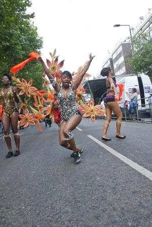 notting hill: Ballerino dal Gruppo Phoenix Arts Comunit� al Carnevale di Notting Hill il 30 agosto 2010 in Notting Hill, Londra. Editoriali