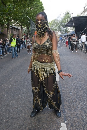 notting hill: Ballerino del gruppo Phoenix Arts Comunit� al Carnevale di Notting Hill il 30 agosto 2010 a Notting Hill, Londra.