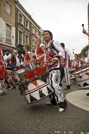 notting: Batala, Banda de Percuss�o, actuando en Carnaval de Notting Hill