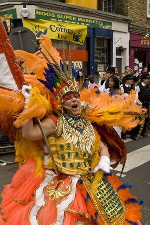 notting: Los bailarines de la Escuela de Samba del Para�so flotan en el Carnaval de Notting Hill, Editorial