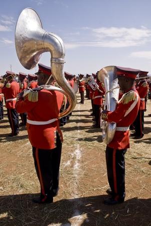 Giocatori Uphomium e tuba dal Marching Band Cerimoniale perfoming al 20 ° Giornata Mondiale Aids in Fitche, Etiopia.
