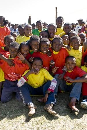 Giovani artisti etiopi celebrano il 20 ° Event delle World Aids Day in Fitche, Etiopia
