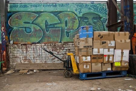 inmejorablemente: La �ltima paleta de los libros de caja se encuentra idealmente antes de ser embarcados en el contenedor a Ghana