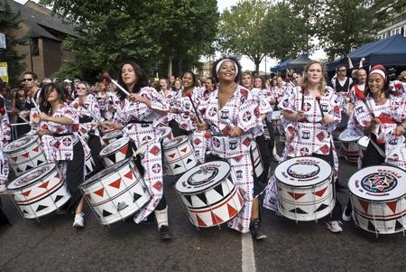 notting hill: Batteristi da Batala Banda de Percussao esibendosi al Notting Hill Carnival Street Parade il 30 agosto 2010 in Notting Hill, London Editoriali