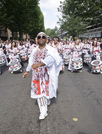 notting: NOTTING HILL, LONDON - AUG 31: The band leader from Batala Banda de Percussao leading the band throught the streets at the Notting Hill Carnival August 30, 2010 in Notting Hill, London, England