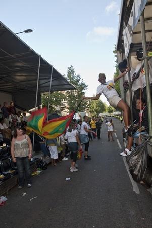 notting hill: Ballerino dal galleggiante ISIS al Carnevale di Notting Hill il 30 agosto 2010 in Notting Hill, Londra.