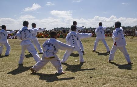 Tae Kwon Do visualizzazione al 20 ° Giornata Mondiale Aids in Fitche, Etiopia