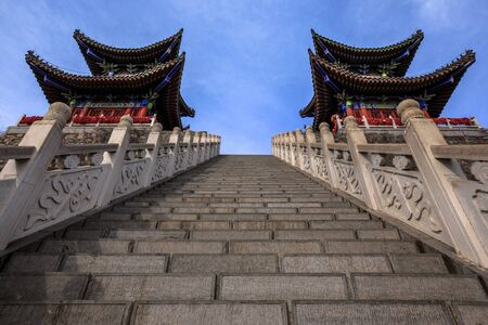 Chinese Temple at the summit of Yuntai Mountain. Xiuwu County, Jiaozuo, Henan Province China. Yuntai UNESCO Global Geopark, Yuntaishan. Red Paint, Symmetry, Architecture, Stairs, Mirrored Buildings 免版税图像