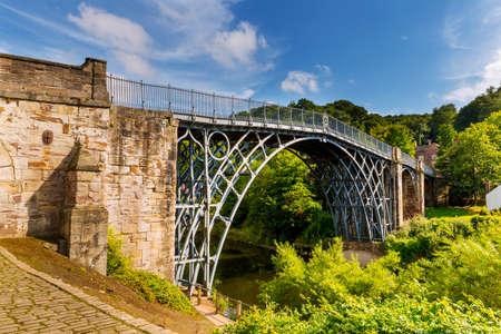 The Iron Bridge over the River Severn, Ironbridge Gorge, Shropshire, England. Foto de archivo