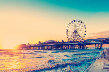 RETRO PHOTO FILTER EFFECT: Blackpool Central Pier at Sunset with Ferris Wheel, Lancashire, England UK 스톡 콘텐츠