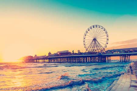 RETRO PHOTO FILTER EFFECT: Blackpool Central Pier at Sunset with Ferris Wheel, Lancashire, England UK Reklamní fotografie