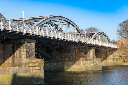 Barnes Railway Bridge, over the River Thames, London, UK 스톡 콘텐츠