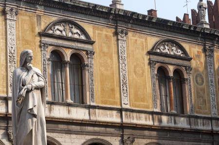dante alighieri: Verona (Veneto, Italy), Piazza dei Signori, historic square with statue of Dante Alighieri (1865)
