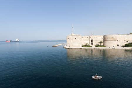 ターラント (イタリア) - 海の古い城