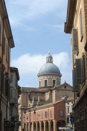reggio emilia: Reggio Emilia (Emilia-Romagna, Italy): Urban landscape, with the cathedral dome