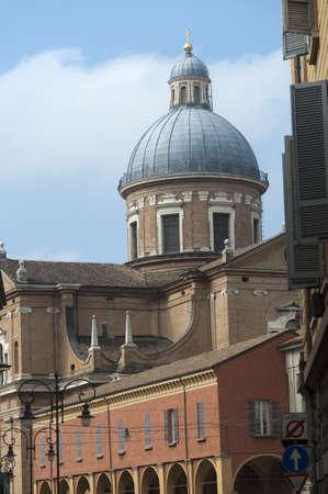 reggio emilia: Reggio Emilia (Emilia-Romagna, Italy): Urban landscape, with the cathedral dome