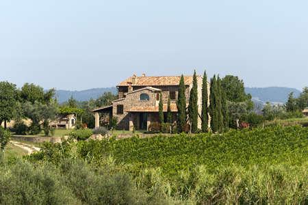 Typisch landhuis in Toscane (Italië) in de zomer