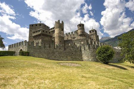 中世城の Fenis ヴァッレ ・ ダオスタ州 (イタリア)