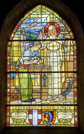 Pont-de-Beauvoisin (Savoie, Rh�ne-Alpes, Francia) - Vitral en la iglesia de St-Clement
