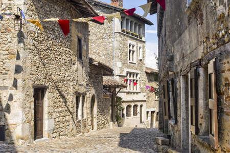 Perouges (アイン、ローヌ アルプス、フランス) - 中世の村の建物 写真素材
