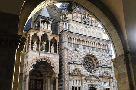 cappella: Bergamo Lombard�a, Italia - Cappella Colleoni, famoso monumento religioso Foto de archivo