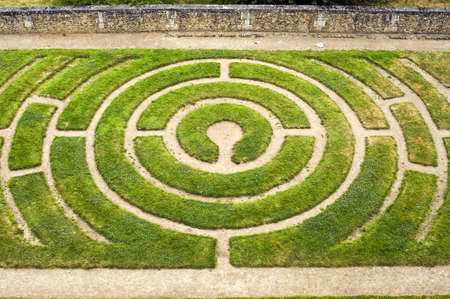 シャルトル (ウール-エ = ロワール県、センター、フランス) - 庭に円形の迷路