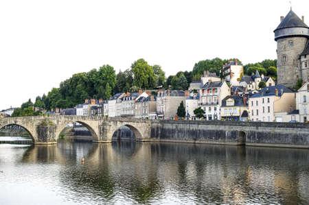 loire: Laval (Mayenne, Pays de la Loire, France) - Ancient buildings and bridge on the river at evening