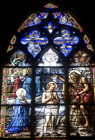 Vitre (Ille-et-Vilaine, Brittany, France) - Interior of ancient church, in gothic style: stained glass 新聞圖片