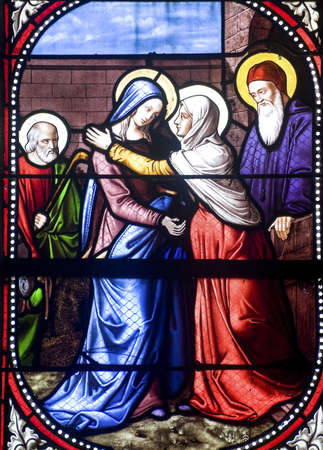 vierge marie: Bazouges-la-P�rouse (Ille-et-Vilaine, Bretagne, France) - Int�rieur de l'ancienne �glise: vitraux �ditoriale