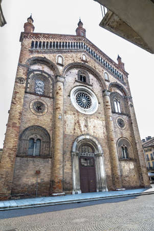 crema: Crema (Cremona, Lombardy, Italy): facade of the cathedral, in Romanesque style