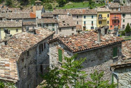 Piobbico (ペーザロ ウルビーノ、マルケ、イタリア) - 古代の町のパノラマ