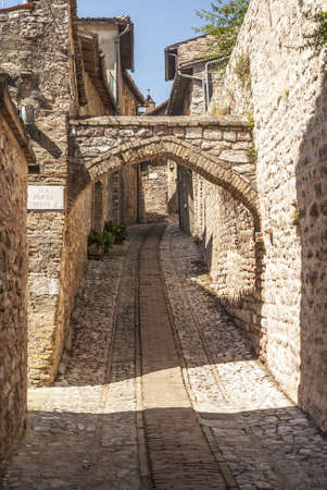 Spello (Perugia, Umbria, Italy) - Typical alley with arch Stock Photo - 18535771