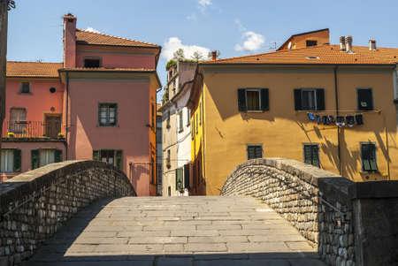massa: Pontremoli (Massa Carrara, Tuscany, Italy) - Ancient arch and bridge with colorful houses