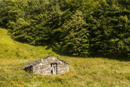appennino: Passo del Cirone (Appennino, Parma, Emilia, Italy) - Old stone hut in a meadow Stock Photo