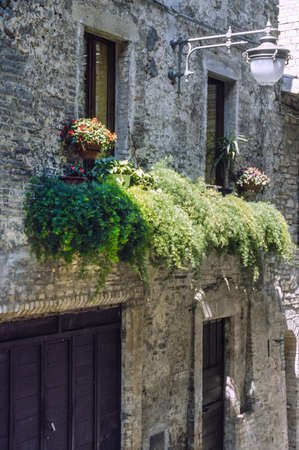 bevagna: Bevagna (Perugia, Umbria, Italy), old house with potted plants and flowers Stock Photo