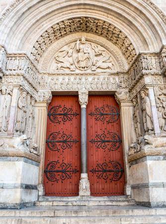 arles: Arles (Bouches-du-Rhone, Provence-Alpes-Cote dAzur, France) - Saint-Trophime church, the main portal