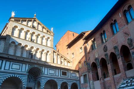 Pistoia (Toscana, Italia): facciata della cattedrale medievale Archivio Fotografico - 31384432