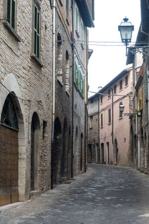 urbino: Cagli (Pesaro e Urbino, Marches, Italy), a typical old street Stock Photo