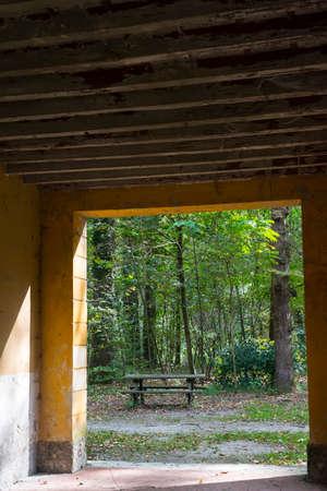 molino de agua: Molino de agua hist�rico en el Parque de Monza (Lombard�a, Italia) en el oto�o